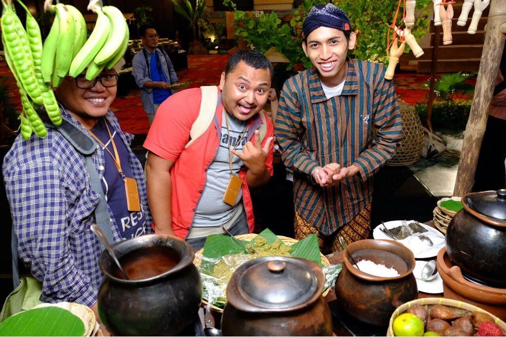 Menteri Pariwisata Arief Yahya Bermain Yoyo di Pasar Kakilangit