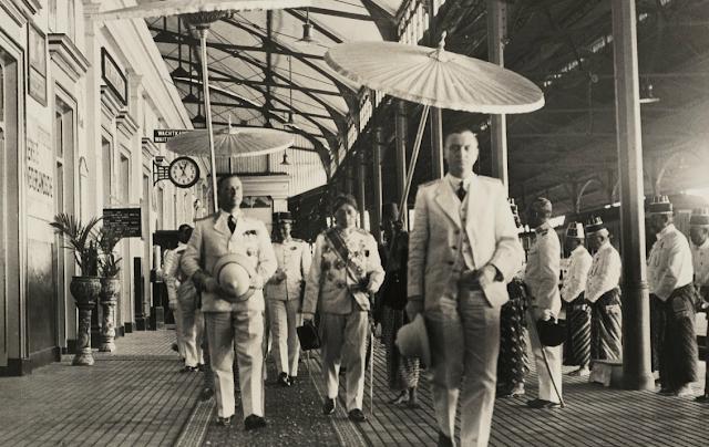 Gubernur Jenderal Tjarda van Stakenborough di Stasiun Tugu