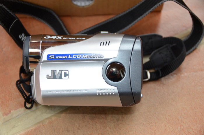 Camcorder JVC GR DA20 yang pertama kali dipasarkan