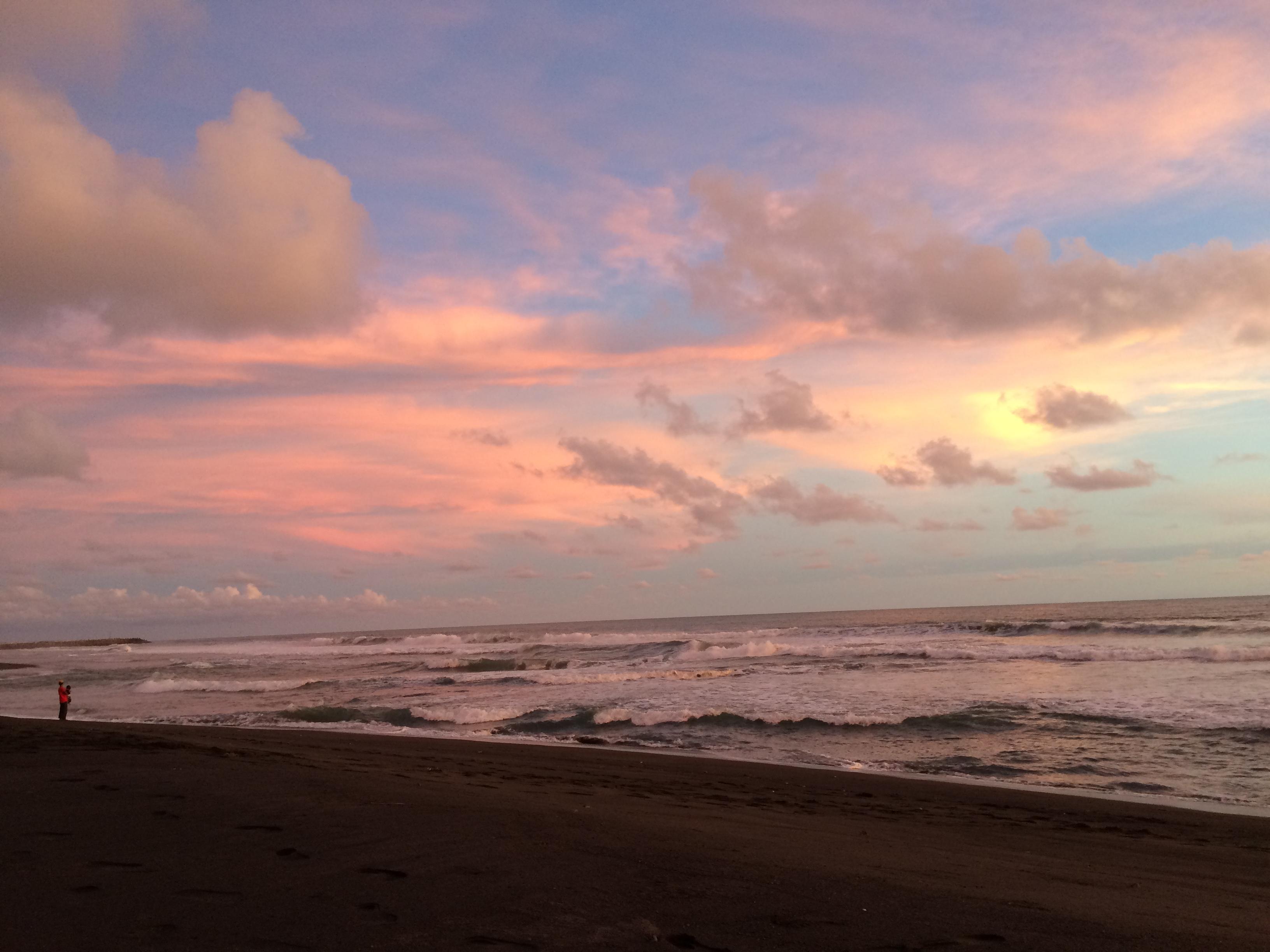 Menjemput Senja di Pantai Glagah