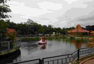Wahana Becak Air di Puri Mataram Sleman