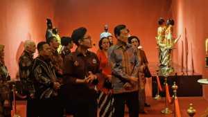 Ngarsa Dalem membuka Pameran Kraton Jogja Abalakuswa